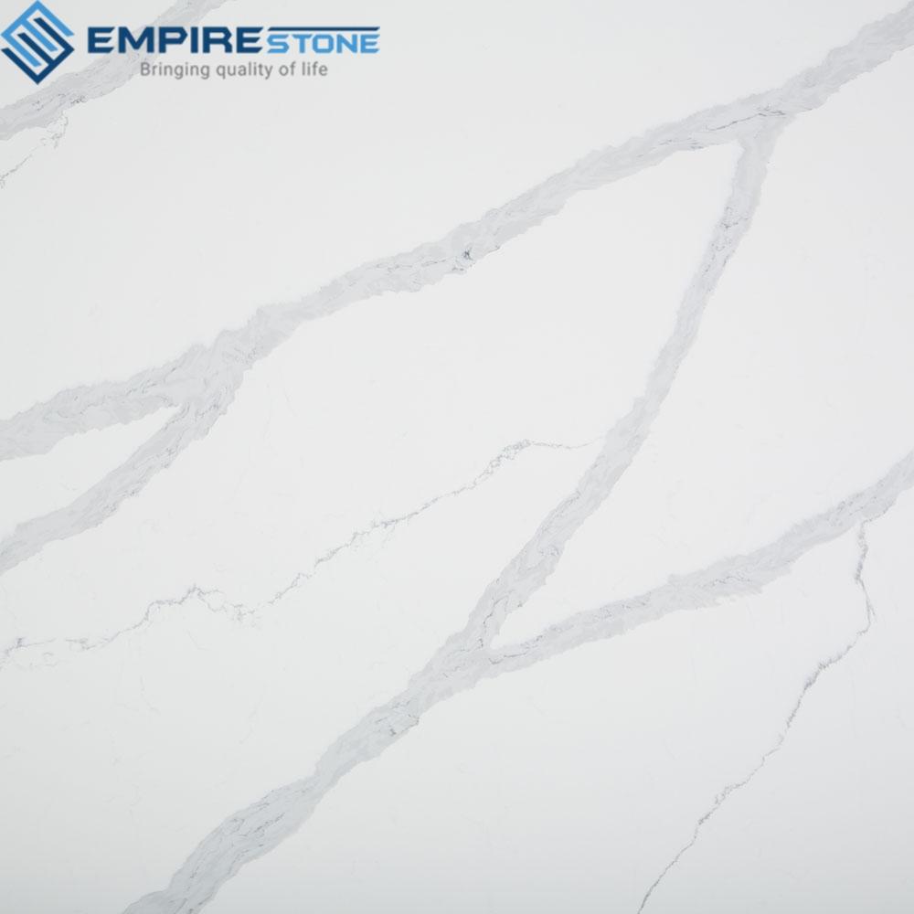 Dùng đá nhân tạo trắng vân mây làm bếp được không?